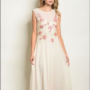 🎄NEW LISTING🎄Elegant Floral Dress